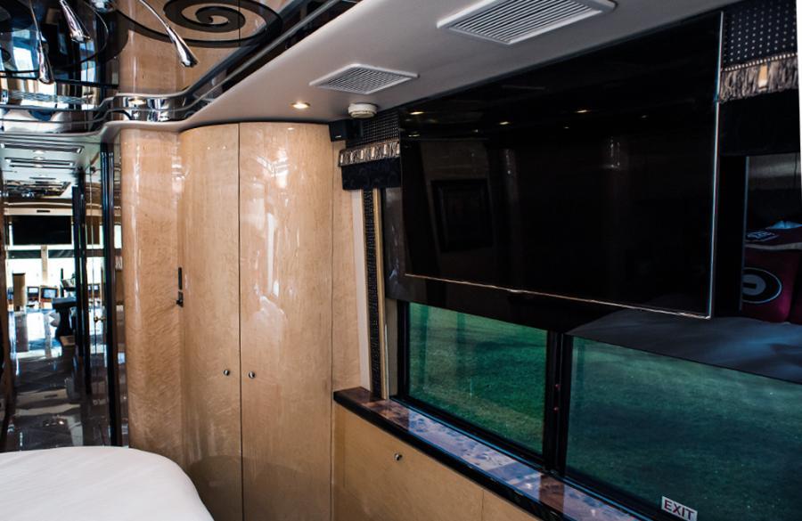 luxury-coach_4_web_1000x650.jpg